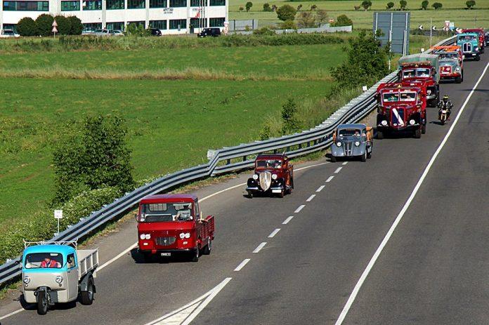 Gara di regolarità fra camion in Val d'Arda