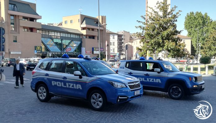 Controlli della polizia in stazione a Piacenza