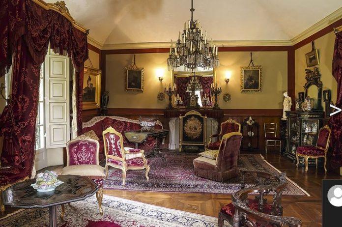 Il salotto rosso di Villa Verdi