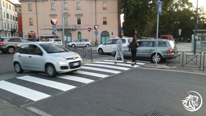 Ripristinate le strisce pedonali davanti alla stazione di Piacenza