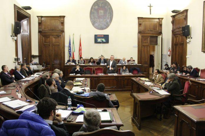 Minoranza in Consiglio comunale col sindaco e contro i fratelli presidenti del Piacenza Calcio Marcoe Stefano Gatti