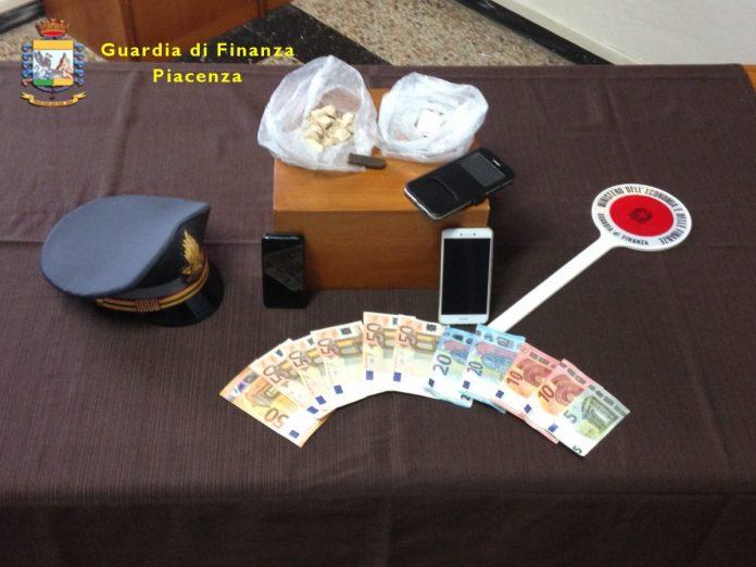 Guardia di Finanza di Fiorenzuola arresta spacciatore con 90 grammi di droga