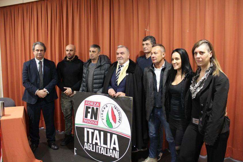 Bologna, scontri tra polizia e collettivi antifascisti: cinque feriti