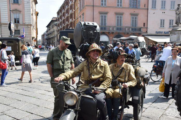 Mezzi della seconda Guerra Mondiale in piazza Cavalli
