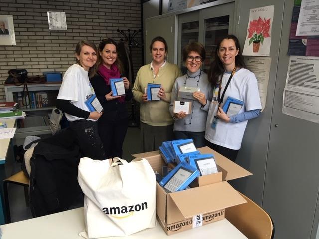 Amazon: donati dispositivi Kindle alla scuola media Italo Calvino di Piacenza