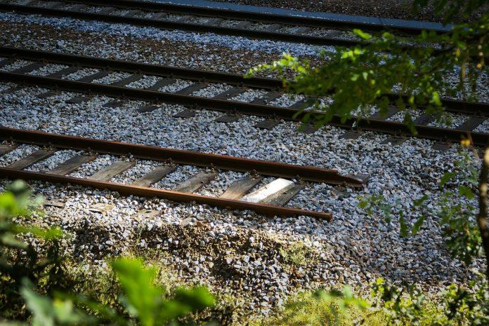 Operaio muore a Fiorenzuola investito da un treno in transito