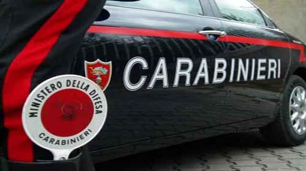 carabiniere con paletta