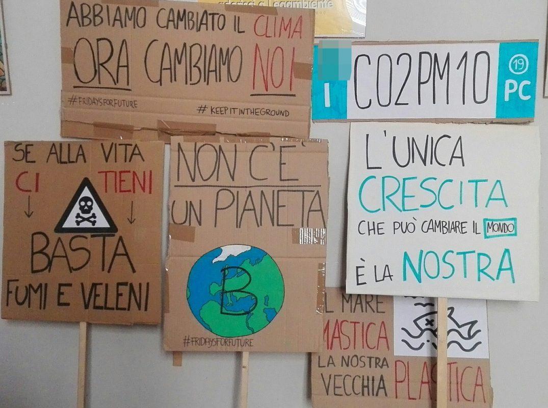 Corteo per il clima doamnia Piacenza e in tutto il mondo Friday's For Future