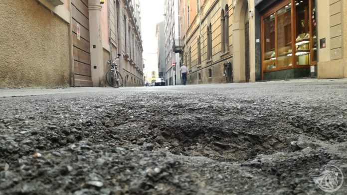 Buca per le strade di Piacenza