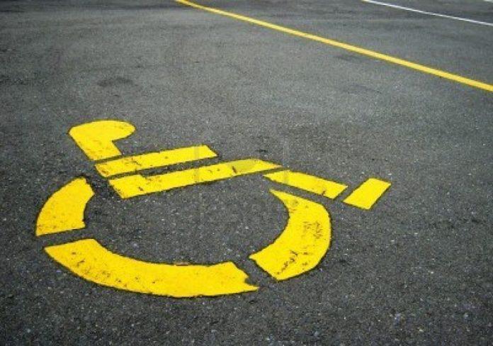 Utilizzava abusivamente il pass invalidi di un familiare deceduto, sanzionato dalla Polizia Locale