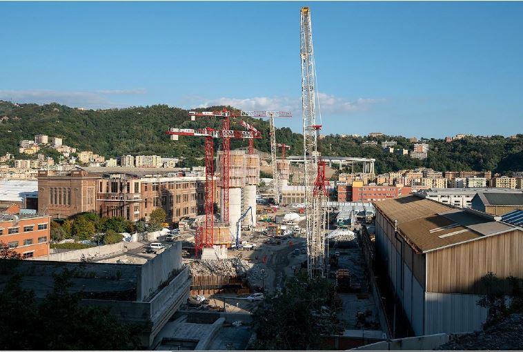 Gru piacentine per la costruzione del Ponte San Giorgio di Genova