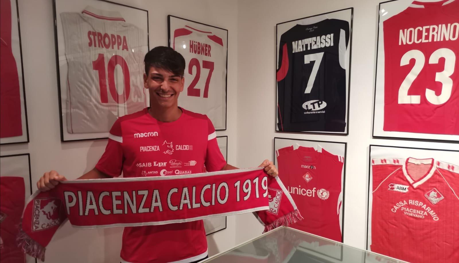 Roberto Saputo difensore del Piacenza calcio