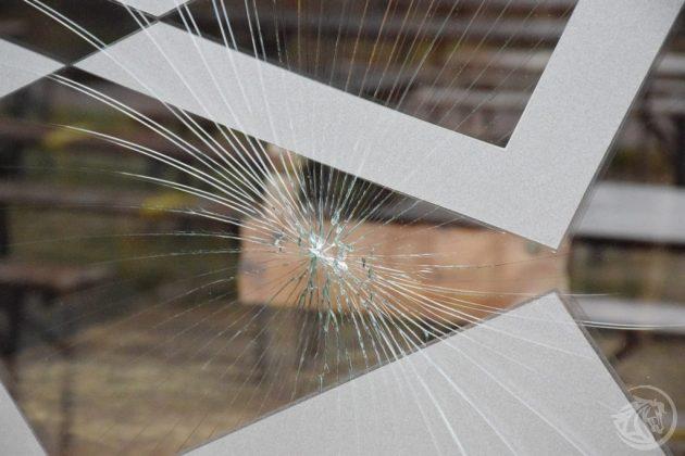 vetrina rotta Tuxedo Piacenza