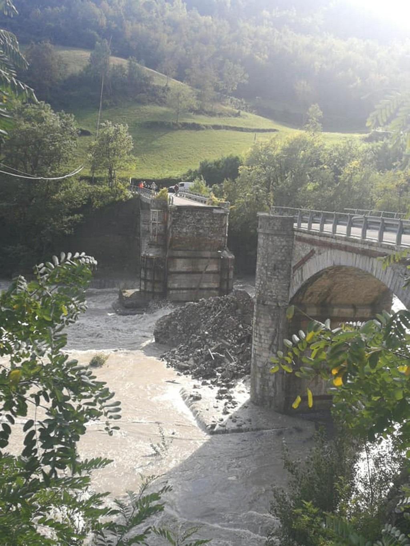 Ponte Lenzilo crollato