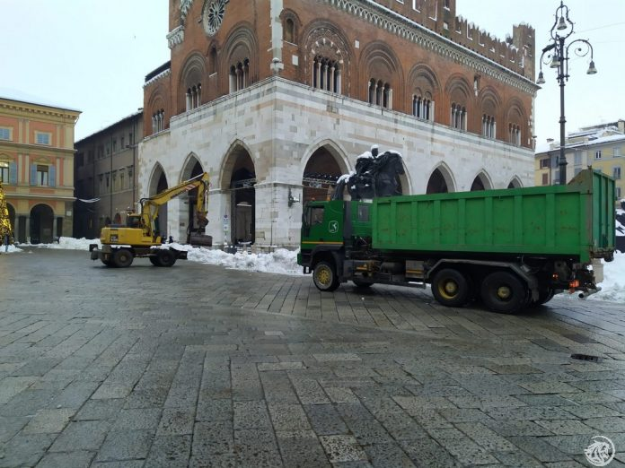 Piazza cavalli pulitura neve