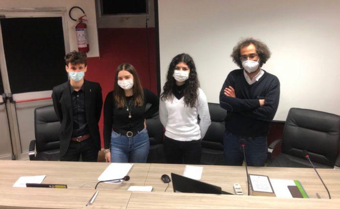 Gli studenti del Gioia chiedono di togliere i brevetti dai vaccini Covid