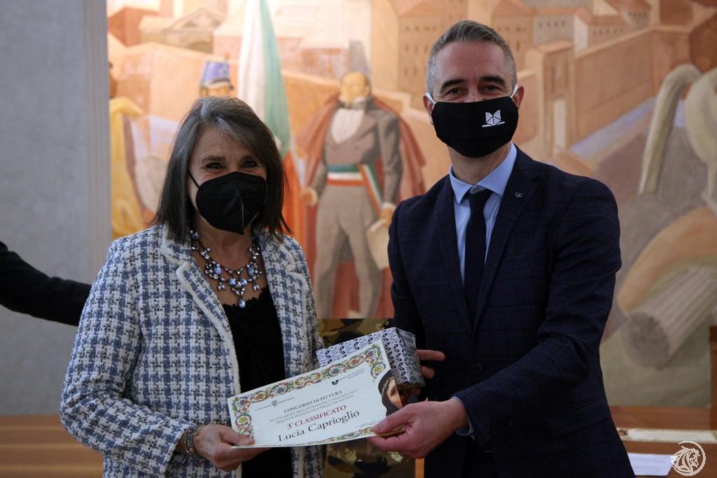 Lucia Caprioglio premiata da Pietro Boselli
