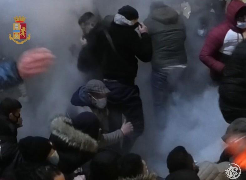 TNT-scontri-polizia-Sicobas_2