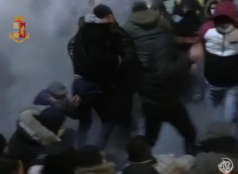 TNT-scontri-polizia-Sicobas_3