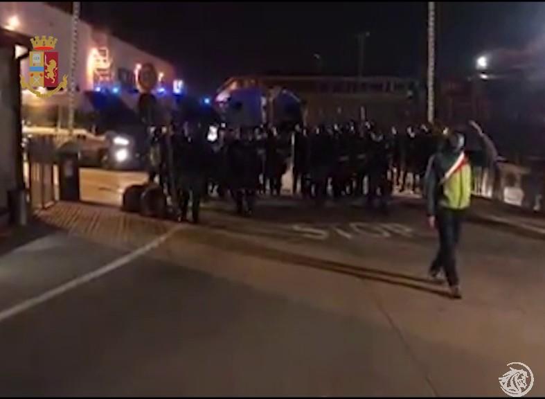 TNT-scontri-polizia-Sicobas_4