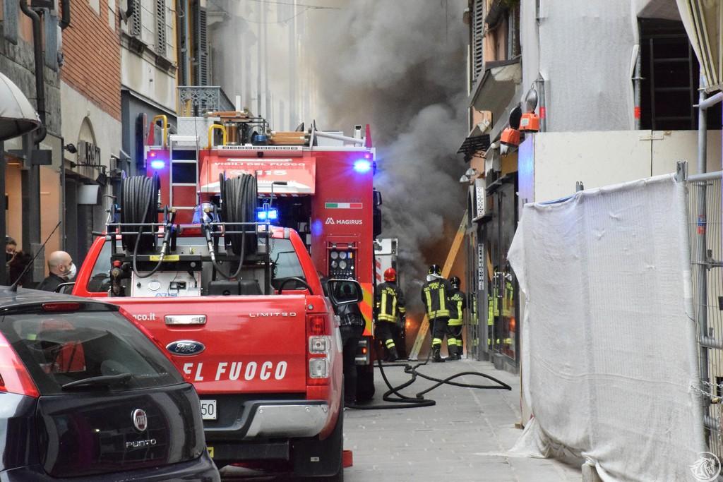 Incendio-Pulisci-strada-via-xx-Settembre-Piacenza_11
