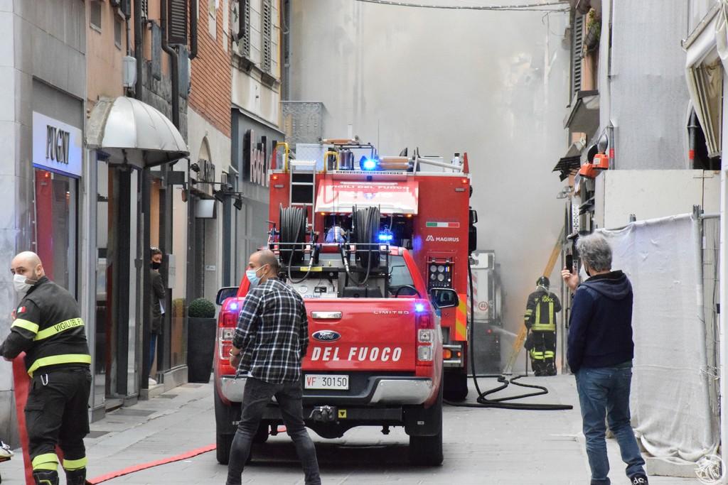 Incendio-Pulisci-strada-via-xx-Settembre-Piacenza_18