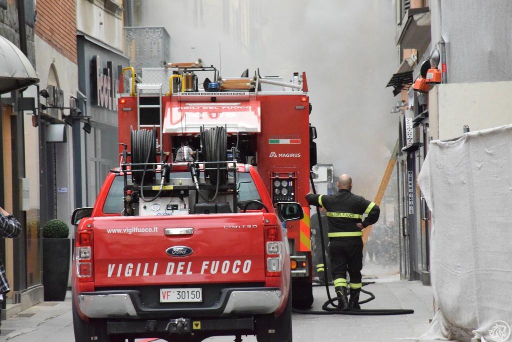 Incendio-Pulisci-strada-via-xx-Settembre-Piacenza_23