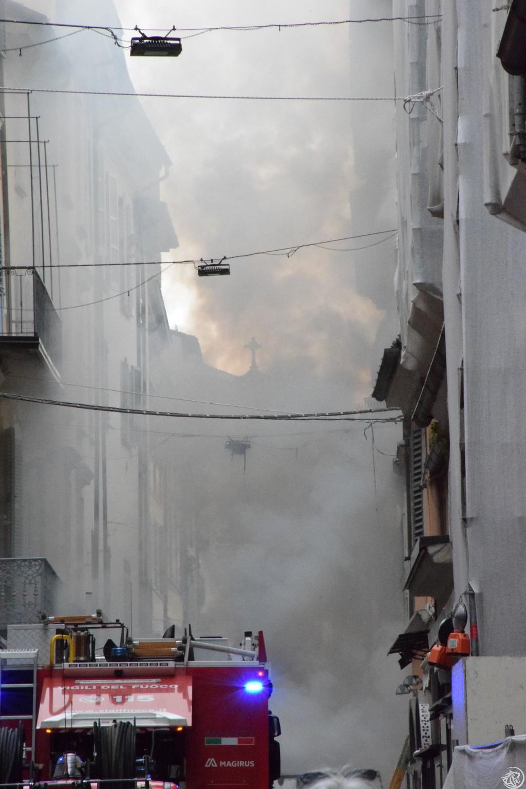 Incendio-Pulisci-strada-via-xx-Settembre-Piacenza_24
