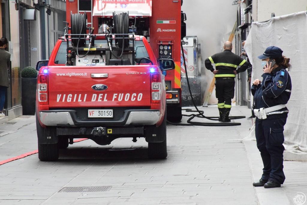 Incendio-Pulisci-strada-via-xx-Settembre-Piacenza_26