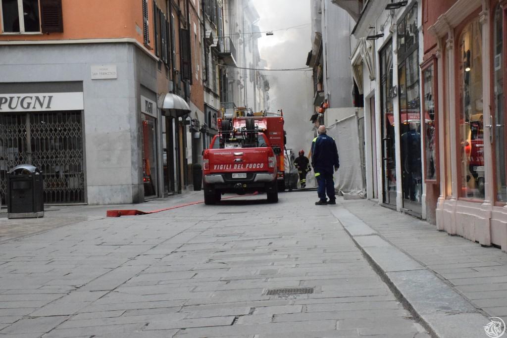Incendio-Pulisci-strada-via-xx-Settembre-Piacenza_30