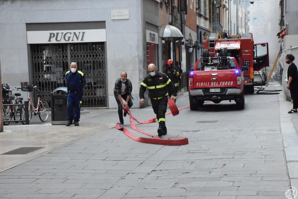 Incendio-Pulisci-strada-via-xx-Settembre-Piacenza_42