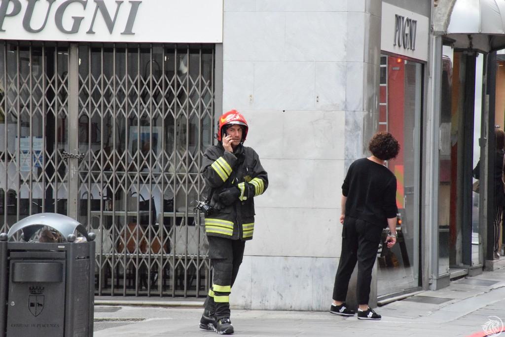 Incendio-Pulisci-strada-via-xx-Settembre-Piacenza_44