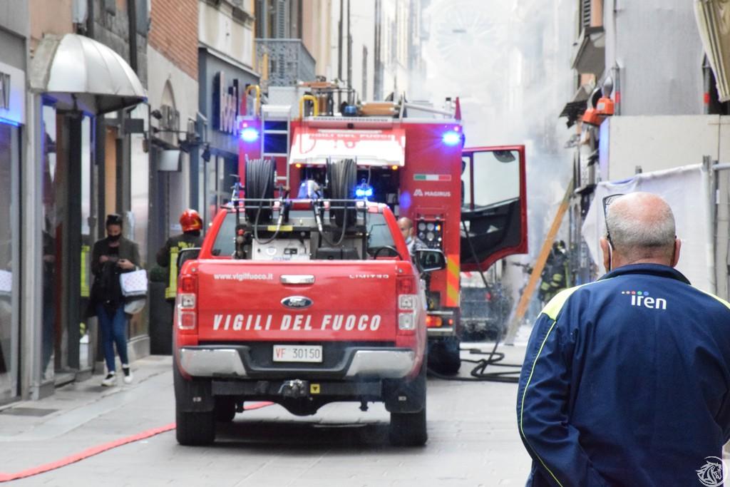 Incendio-Pulisci-strada-via-xx-Settembre-Piacenza_46