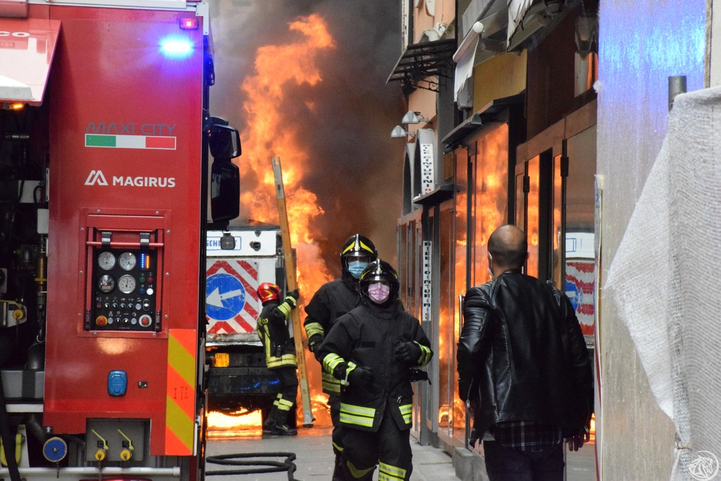 Incendio-Pulisci-strada-via-xx-Settembre-Piacenza_5