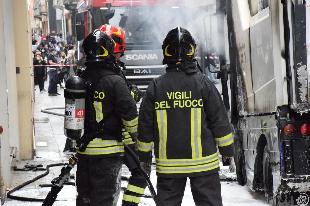 Incendio-Pulisci-strada-via-xx-Settembre-Piacenza_63