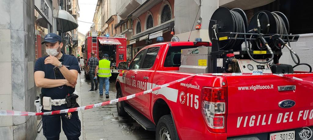 Post-Incendio-Pulisci-strada-via-xx-Settembre-Piacenza_2