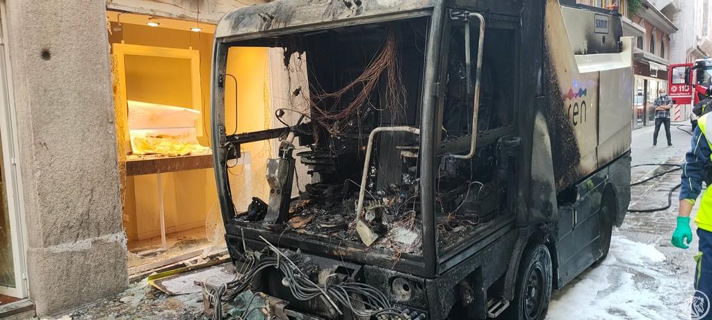 Post-Incendio-Pulisci-strada-via-xx-Settembre-Piacenza_26
