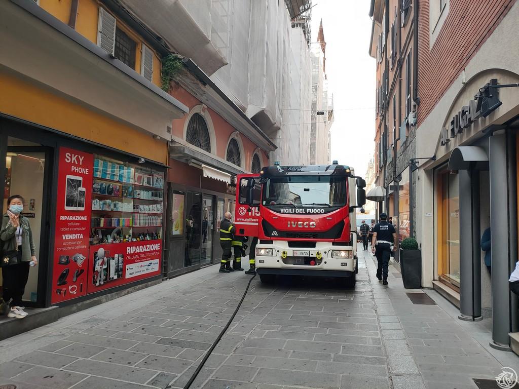 Post-Incendio-Pulisci-strada-via-xx-Settembre-Piacenza_35
