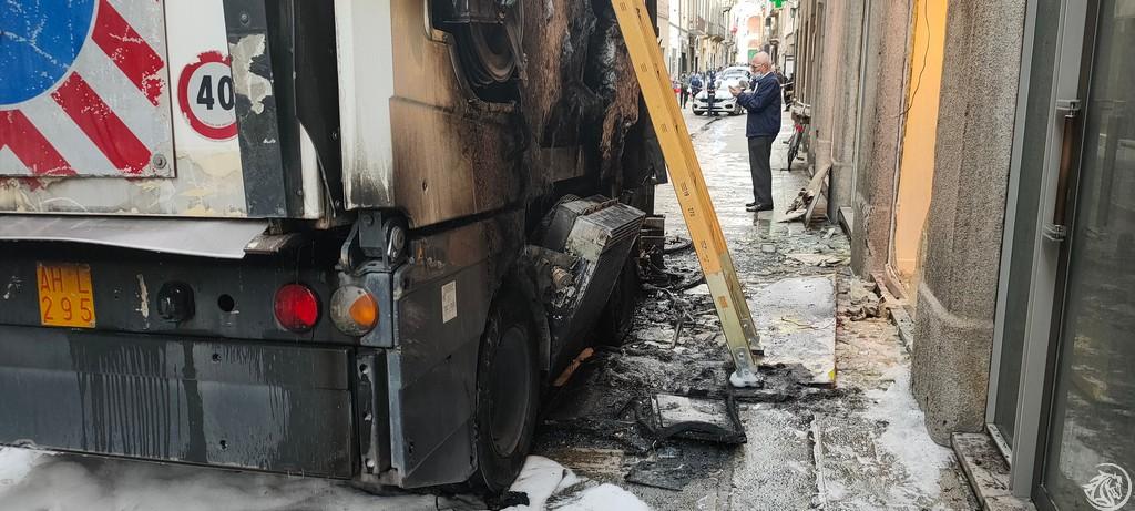 Post-Incendio-Pulisci-strada-via-xx-Settembre-Piacenza_7