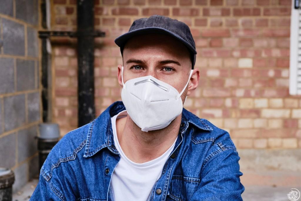 ragazzo-mascherina-covid-coronavirus-pandemia
