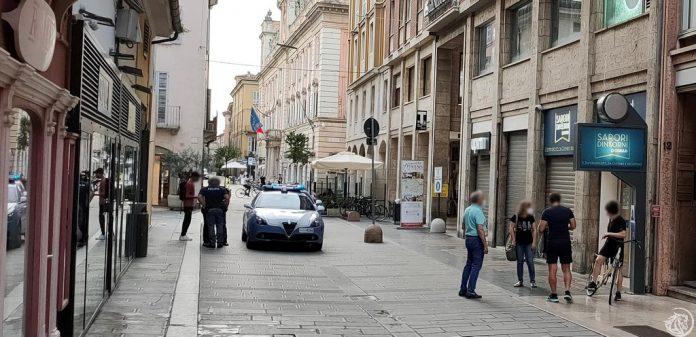 Questore di Piacenza ferma rapinatore