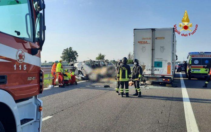 Cinque morti in autostrada in provincia di Piacenza